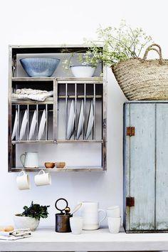 Wall Drying Rack, Kitchen Storage Units, Plate Racks In Kitchen, Kitchen Shelves, Timeless Kitchen, Steel Racks, Small Space Storage, Smart Storage, Rack Design