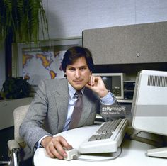 Apple Computer CEO <a gi-track='captionPersonalityLinkClicked' href=/galleries/search?phrase=Steve+Jobs&family=editorial&specificpeople=204493 ng-click='$event.stopPropagation()'>Steve Jobs</a> poses with the 'Lisa' Computer in 1982.