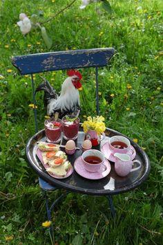 Frukost i äppelblom Good Morning Breakfast, Good Morning Coffee, Breakfast Tea, Coffee Time, Gif Café, Beautiful Morning Quotes, Good Evening Greetings, Gallus Gallus Domesticus, Good Morning Wednesday