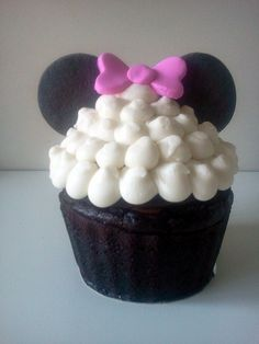 Minnie giant cupcake by All you need is Cupcakes!, via Flickr