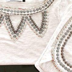 Blusa Mescla Bordada com Pedras Pratas e Short Bordado. Conjunto Perfeito para o…
