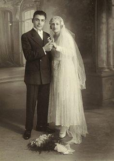 +~+~ Antique Photograph ~+~+  Couple holding hands.  ca. 1920