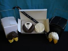 bride and groom oreos... I'm def doing these for the wedding favors