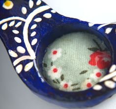 Raffinierte Kette, Vogel Motiv mit Kette, Blaue Anhänger, Haus Form, Rosa Kordel Kette, Textil Blumen von KleineUngarin auf Etsy