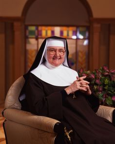 """Lord #God, I praise Your Holy Name. Let every beat of my heart be a note of love in the symphony of my life."" -Mother Angelica #Mondaymotivation"
