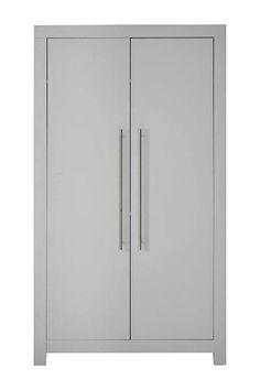 Deze linnenkast uit de serie Vittoria past bij elk interieur en brengt sfeer mee. De vittoria is vervaardigd uit goede kwailiteit plaatmateriaal. De linnenkast heeft 2 openslaande deuren met metalen handvaten.