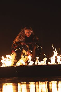Beyoncé performs onstage during the 2016 MTV Video Music Awards at Madison Square Garden on August 2016 in New York City. Beyonce 2013, Beyonce Fans, Beyonce Knowles Carter, Beyonce And Jay Z, Rihanna, Beyonce Memes, Mtv Video Music Award, Music Awards, Destiny's Child