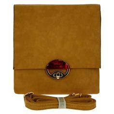 La pochette beige !  A porter avec ou sans bandoulière, au gré de vos envies...  http://goo.gl/479FPW #sac #pochette #beige #mode #chic