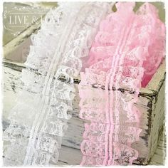 ***NEW*** Gorgeous shabby chic ruffle lace, available in white and pink. With: 50mm