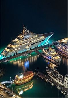 Mega Yacht in Dubai Marina