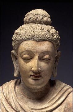 Seated Buddha with Dharmachakra Mudra Hadda or Taxila - centuries Stucco with polychrome Buddha Face, Buddha Zen, Gautama Buddha, Buddha Sculpture, Sculpture Art, Hellenistic Art, Miho Museum, Buddha Painting, Buddhist Art