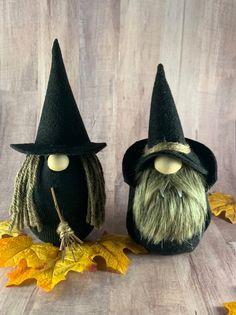 Holidays Halloween, Halloween Crafts, Halloween Decorations, Christmas Gnome, Primitive Christmas, Country Christmas, Christmas Trees, Christmas Decor, Craft Fur