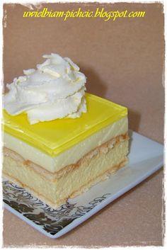 Przecudnie kwaskowe, lekkie ciasto na maślanych herbatnikach. Przekładane cytrynową masą serową i cytrynową pianką oraz z cytrynową galaret...