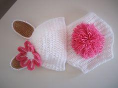 Pretty Bunny for New Born Baby.... Crochet. For sale 10$USD.  Hermoso Conejito para Beba recien nacida a Crochet. Venta 200$ pesos mexicanos.