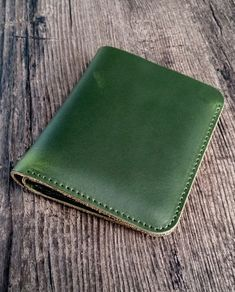 Green leather wallet, made of genuine cow leather, handmade production. Size: (Height) x (Width) x (Depth). This green leather wallet is perfect for men and women (unisex wallet), only for ! Worldwide shipping from France. Green Leather, Cow Leather, French Riviera, Leather Accessories, Leather Wallet, Zip Around Wallet, France, Unisex, Luxury