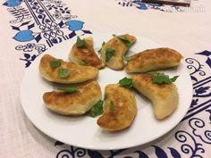 Vyprážané kapustové pirohy Baked Potato, Potatoes, Baking, Ethnic Recipes, Food, Basket, Potato, Bakken, Essen
