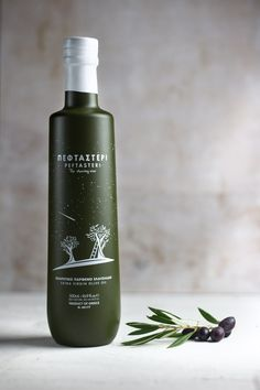 In the Autumn, the Orion Constellation releases a rain of shooting stars, lighting up the sky. At this magical moment, Greek nature treats us with her purest fruit, the Peftasteri olive oil.