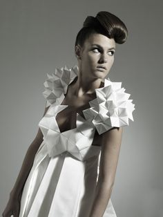 50 Origami-Inspired Fashion Styles - Sculpture - Print the sulpture yourself - Sculptural Origami Dress Futuristic Geometric Fashion Complex Origami Couture Origami Fashion, Paper Fashion, 3d Fashion, Fashion Details, Fashion Design, Fashion Styles, Style Fashion, Fashion Trends, Geometric Fashion