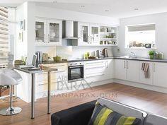 طراحی دکوراسیون آشپزخانه اندازه آشپزخانه و همچنین میزان بودجه شما لزوما یک طراحی عالی را برای آشپزخانه تضمین نمی کند کاربردی بودن فضا مهم ترین نکته در دکوراسیون آشپزخانه است و شما باید سعی کنید با هر بودجه ای که در توان دارید حتی در فضایی محدود ، آشپزخانه ای کاربردی و مفید را تدارک ببنید. آشپزخانه ها از نظر طرح بندی انواع مختلفی دارند : آشپزخانه های یک طرفه یا خطی ، قایقی gallery  شکل U ، L شکل و G  شکل که اکثرا به همین اشکال می باشند اگر طرحهای دیگر بود که باز هم سلیقه ای محسوب می شود.