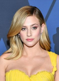 Lili Reinhart no Academy's Governor Awards em Los Angeles. Betty Cooper, Hailey Baldwin, Lili Reinhart And Cole Sprouse, Cleveland, Blonde Actresses, Riverdale Cast, Famous Girls, Elle Fanning, Summer Hairstyles