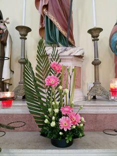 Pin on Artificial Floral Contemporary Flower Arrangements, Tropical Flower Arrangements, Church Flower Arrangements, Flower Centerpieces, Tropical Flowers, Flower Decorations, White Flowers, Altar Flowers, Church Flowers