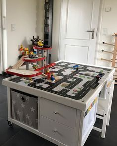 Multifunktionstisch selber bauen: Straßentisch und Eisenbahntisch_03. www.limmaland.com