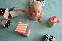 12 DIY Baby Toys -- I like the foam blocks! Cute Diy Projects, Baby Sewing Projects, Sewing For Kids, Project Ideas, Bebe 1 An, My Bebe, Handgemachtes Baby, Diy Baby, Twin Baby Gifts