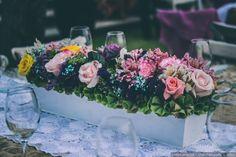 Centro de mesa alargado  ¿Quieres ver más! ¡Guarda este pin! Bodas.com.mx-  Uran Fotografía y Video//  #wedding #centerpiece #centrodemesa #bodascommx #bodas #bodamexicana