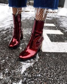 lacquered ankle boots, red patent leather ankle boots, fishnet tights and ankle boots look, Ankle Boots, Heeled Boots, Bootie Boots, Shoe Boots, Shoes Heels, Pumps, Shoes Sneakers, Sock Shoes, Cute Shoes