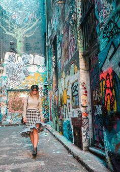 Visiting the iconic Hosier Lane graffiti Alley in Melbourne in my fave gingham skirt    travel, wanderlust, fashion travel, trendy travel, melbourne, travel australia, gingham, gingham outfit