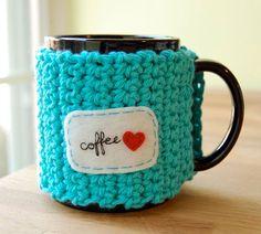 Amor café taza acogedor de ganchillo en caliente azul con corazón rojo