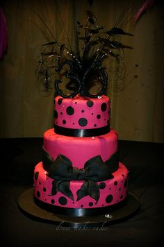 Never getting tired of polka dots? Then you should try to make one of these beautiful polka dot cakes at home! Pretty Cakes, Cute Cakes, Beautiful Cakes, Amazing Cakes, Unique Cakes, Creative Cakes, Fondant Cakes, Cupcake Cakes, Polka Dot Cakes