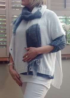 Ginata check scarf navy and white