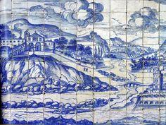"""Algés no Azulejo """"A Grande Vista de Lisboa"""" do ano de 1700.  Na enorme panorâmica com cerca de 115 x 2247 cm, aparece um trecho marginal do Tejo entre a foz do Jamor e os morros de Ribamar, que corresponde à zona entre a Cruz Quebrada, Dafundo e Algés.  lado direito do painel a ponte sobre a ria e o Forte da Conceição, que foi colocado na margem errada.  Convento de S. José de Ribamar e Ponte de Algés. Le panneau (1700-1725) du musée de l' Azulejo, Inst. Português de Museus, ,"""