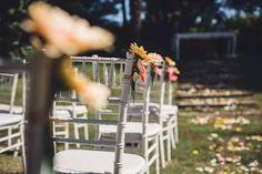 La decoración de las sillas es muy importante para darle a tu matrimonio  un toque divertido y alegre.
