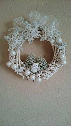 Pin by Julianna Filepné Kovács on Christmas - wreath Snowman Christmas Decorations, Christmas Wreaths To Make, Christmas Swags, Homemade Christmas Gifts, Christmas Candles, Xmas Ornaments, Holiday Wreaths, Christmas Diy, White Christmas