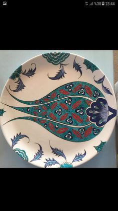 Inexpensive, elegant and versatile, pottery is a worthwhile addition to your home, and you should definitely consider getting some for your interior design project. Pottery is used to decorate diff… Turkish Plates, Turkish Art, Turkish Tiles, Pottery Painting, Ceramic Painting, Ceramic Art, Painted Ceramics, Pencil Drawings Of Flowers, Turkish Design