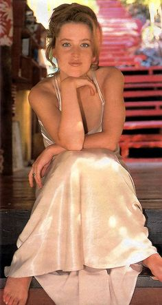Having a relaxed Satin Sunday afternoon just chilling on the deck in that darling little ivory slip day nightie with a very deconstructed casual updo. David And Gillian, Elizabeth Berkley, Casual Updo, Manequin, Dana Scully, Demi Moore, Canadian Actresses, Gillian Anderson, Belle