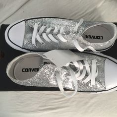 Converse silver sparkers sneakers Brand new women's Converse Shoes Sneakers. People might laugh but I wouldn't care! Prom Shoes, Wedding Shoes, Cute Shoes, Me Too Shoes, Zapatillas All Star, Quinceanera Shoes, Shoe Boots, Shoes Heels, Custom Converse