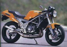 Yamaha 2-Stroker Yamaha Motorbikes, Yamaha Motorcycles, Yamaha R1, Cars And Motorcycles, Yamaha Cafe Racer, Cafe Racers, Bike Builder, 3rd Wheel, Travel Style