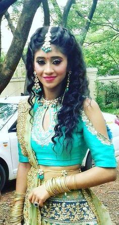 Shivangi Indian Attire, Indian Wear, Indian Bridesmaids, Kai, Editorial Hair, Stylish Sarees, Stylish Girl Pic, Pakistani Bridal, Dressing