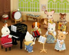School Music Class.  Includes nine instruments and a conductors podium with baton & music. Allows up to ten Sylvanian figures to partake in a school music lesson, or after school band practice.  Instruments included are Grand Piano, Xylophone, bass drum, snare drum, recorder, triangle, cymbals, accordian and melodica.