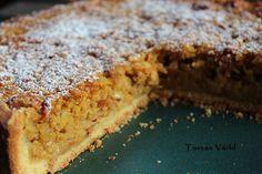 Höst betyder äppelpaj för mig. Äppelpaj är faktiskt en av de saker jag fortfarande vill ha på svenskt sätt, utan andra influenser: med kanel, kardemumma, och en ton av mandel. Den här pajen är lit… Cookie Desserts, No Bake Desserts, Dessert Recipes, Fika, Something Sweet, No Bake Cake, Baked Goods, Banana Bread, Bacon
