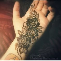 three-roses-mehndi-pattern-for-palm