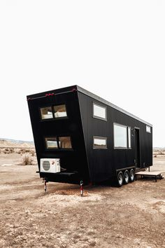 The Drake Tiny House by Land Ark RV 0028 This is The Drake Tiny House by Land Ark RV out of Buena Vista, Colorado. The tiny house sleeps up to 7 people and offers approximately of space if you include the lots. Tiny House Trailer, Tiny House Plans, Tiny House On Wheels, Home Design, Tiny House Design, Modern Tiny House, Tiny House Living, Tiny House Movement, Tiny Mobile House