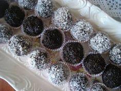 ΜΑΓΕΙΡΙΚΗ ΚΑΙ ΣΥΝΤΑΓΕΣ: Τρουφάκια !!!!!! Δυό δυό τα τρώμε !! Fudge Brownies, No Bake Cake, Truffles, Sweet Recipes, Bakery, Deserts, Food And Drink, Sweets, Snacks