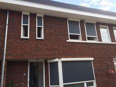AR41 RAL7016 met RAL9001 Eindhoven #rolluiken New Homes, Outdoor Decor, Decor, House, Garage Doors, Home, Doors, Home Decor