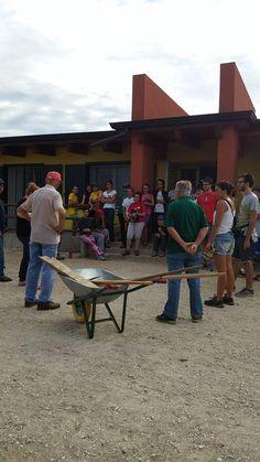 Campo della legalità di Erbe' inizio dei lavori con la formazione dei gruppi tra giovani e pensionati #Libera #Verona