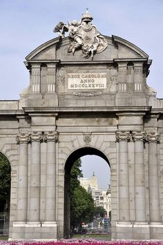 La Puerta de Alcalá by vcastelo, via Flickr