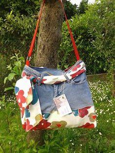 Recupero di jeans, trasformato in un'allegra borsa estiva!!! Foderata e con tasche.